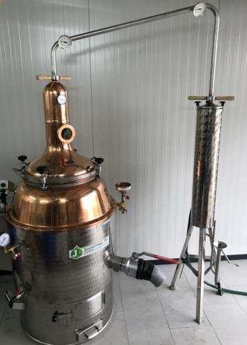 Das wichtigste Gerät: die Destille.